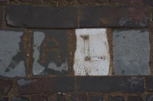 661 de steen met Letter op de Oudegracht voor huisnr. 309