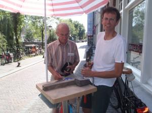 Toon Rijkers met dhr Mulder, sponsor van Letter 13, op 18 augustus 2012