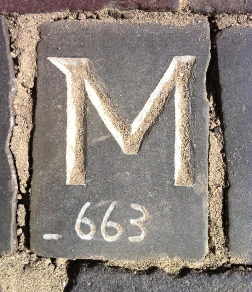 Letter 663 in straat