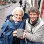 Letter 668 - Deelnemer Dorothé Peters en Lettertijd steenhouwer Joke van Beetem