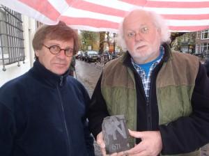 Letter 671 met steenhouwer Karel Mol en deelnemer Wim Ponsen