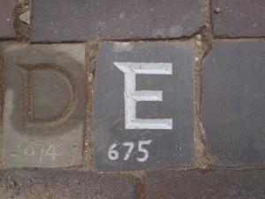Letter 675 in de straat